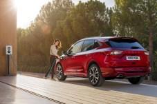 Hier laden Sie richtig: Ford Europa hat Anfang 2019 angekündigt, dass jede Pkw- und Nutzfahrzeug-Modellreihe künftig um mindestens eine elektrifizierte Variante erweitert wird. © Ford