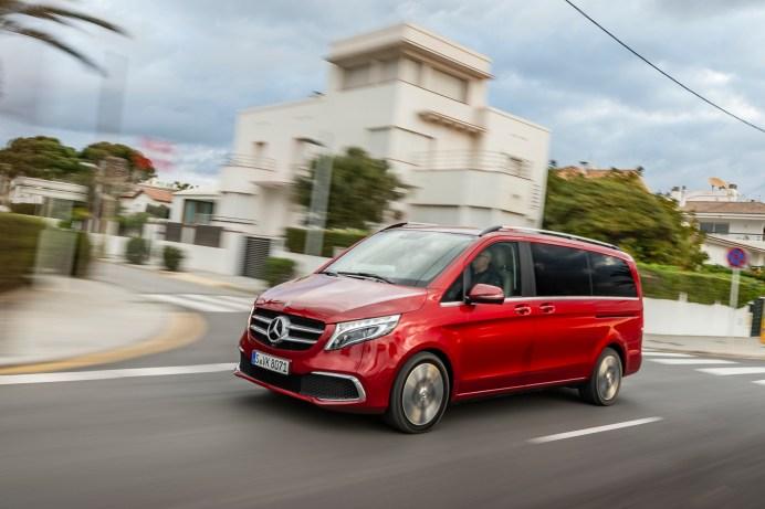 Die neue V-Klasse in Aktion: Der Fahrkomfort liegt auf Pkw-Niveau. © Daimler