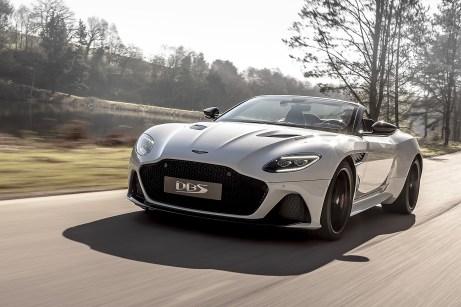 Die Höchstgeschwindigkeit beträgt beim DBS Superleggera Volante 340 km/h. Foto: Auto-Medienportal.Net/Aston Martin