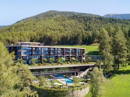 Das TUI Sensimar My Arbor in Südtirol bildet den idealen Rahmen für eine Wellnessauszeit in den Bergen. © TUI