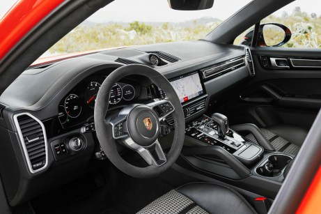 """Die Armaturen der Coupé-Version entsprechen komplett denen des """"normalen"""" Cayenne. © Porsche"""