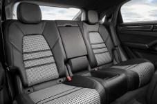 Im Fond ist serienmäßig eine Zweiter-Sitzanlage installiert, aufpreisfrei gibt es auch drei Sitzplätze. © Porsche