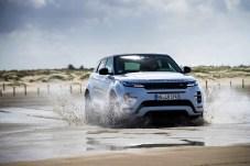 Auch im Gelände verhält sich der Evoque, wie man es von einem Land Rover erwartet und meistert Hindernisse, die für die meisten seiner Mitbewerber nicht erreichbar sind.