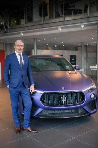 Perfekt aufeinander abgestimmt: Maserati-Manager Amaury La Fonta und der neue Levante Trofeo in der limitierten Lounge Edition. © Maserati