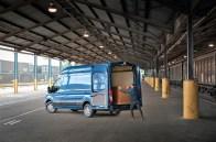 Der Zwei-Tonnen-Tonnen-Transporter Ford Transit verfügt dank umfassender Maßnahmen zur Gewichtseinsparung künftig über zu 80 Kilogramm mehr Nutzlast. © Ford