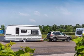 Trotz einer Anhängevorrichtung darf nicht jedes Auto jeden Anhänger ziehen: Entscheidend sind die zulässige Anhänge- und die Stützlast, die sich beide in den Fahrzeugpapieren finden. Foto: Auto-Medienportal.Net/Subaru