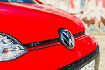 Mehrere GTI-Schriftzüge rund ums Auto verraten die kleine Wolfsburger Rennsemmel, aber an sich fällt das Design des schnellsten Up dezent aus. © Ralf Schütze / mid