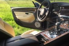 Luxus pur: Edelholz und feinstes Leder prägen das Cockpit-Ambiente. © Frank Zobel-Tomita