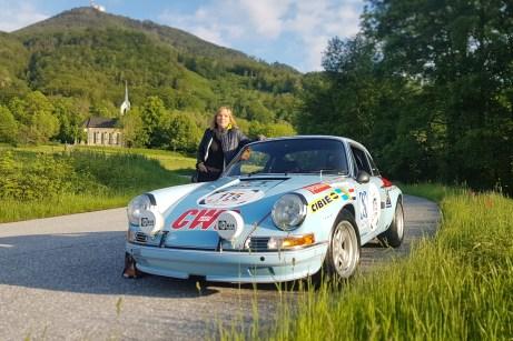 Der Motor-Informations-Dienst (mid) mit Chefin Jutta Bernhard ist mit dem Porsche 911 S 2,5 aus dem Baujahr 1972 mitgefahren. © Porsche