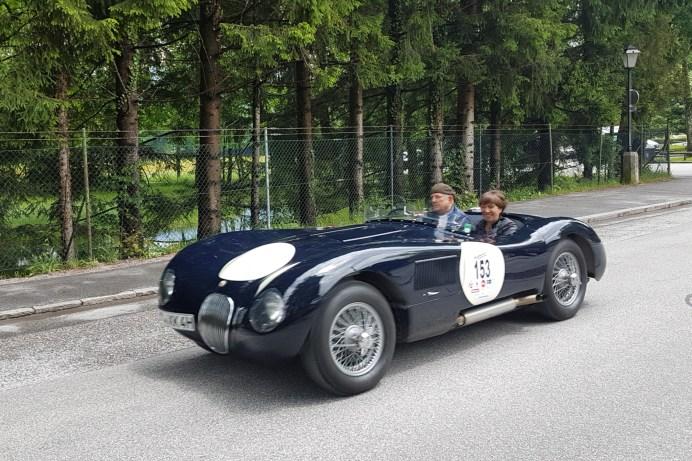 Jaguar XK 120 C von 1953. 220 PS waren damals schon drin, ein Luxusschlitten der heute noch durch sein Design begeistert. Pilot ist Horst Weiß mit Petra Schmid. © Jutta Bernhard / mid