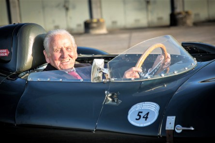 Jaguar D-Type und sein Entwickler Norman Dewis. © Jaguar Land Rover
