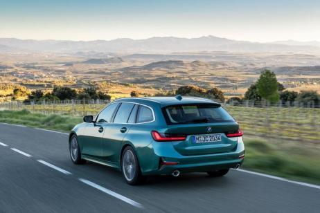 Dass der neue Touring in der Seitenansicht noch gestreckter aussieht, kommt nicht von ungefähr: Die Fahrzeuglänge ist wieder gewachsen - diesmal um 76 Millimeter. © BMW