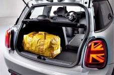 Der Kofferraum des Mini Cooper SE verliert mit seinen 211 bis maximal 731 Litern weder an Volumen noch Variabilität. Foto: Auto-Medienportal.Net/BMW
