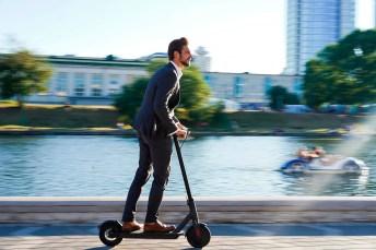 Wer mit einem E-Scooter durch die Gegend braust, sollte sich vorher genau mit den (Spiel)-Regeln vertraut machen. © DVAG Deutsche Vermögensberatung AG