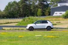 Volle Fahrt voraus: Auf dem Testgelände der Driving Academy kann der Honda e zeigen, was in ihm steckt. © Honda