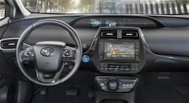 Bereits die Einstiegsversion (ab 37.200 Euro) verfügt unter anderem über das Multimedia- und Navigationssystem Toyota Touch&Go. © Toyota