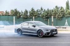 Wo Rauch ist, da ist auch Feuer: Und Feuer haben die neuen AMG-Modelle allemal, 421 PS in der S-Variante. © Daimler