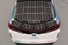 Die integrierten Solar-Panels sollen die Reichweite erhöhen. © Toyota