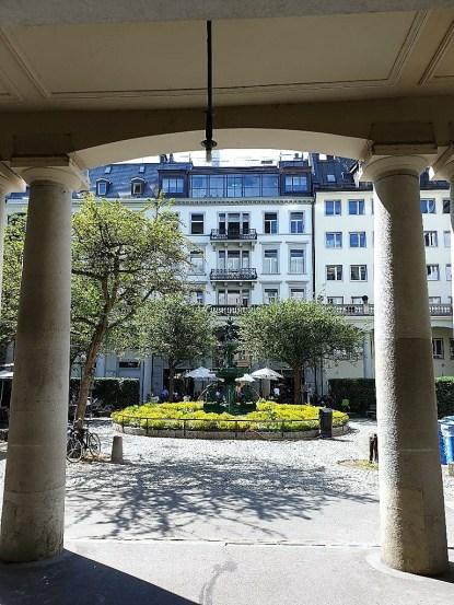 Überall in der City lassen sich idyllische Plätze mit Brunnen und Cafés finden. © Kurt Sohnemann