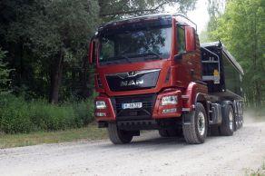 Schwerer Kipper, kleiner Diesel: Wer bei MAN 400 PS ordert, bekommt neuerdings einen 9-Liter-Diesel unter die Kabine. © Wolfgang Tschakert / mid