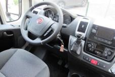 Griffgünstig gestaltet sind Lenkrad-Tasten und Automatik-Wählhebel.