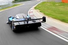 Rennfahrer Romain Dumas war bei Rekordrunde Fliehkräften von bis zu 3,49 g ausgesetzt. © Volkswagen