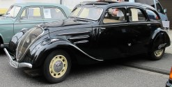 Kein Peugeot 202, aber ein 402 mit gleichem Bug