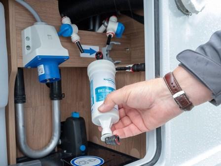 In Knaus Tabbert‐Fahrzeugen ab Modelljahr 2020 wird das Wasser gefiltert und dadurch sauber, weich und angenehm im Geschmack. © knaustabbert