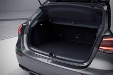 Trotz der Zusatzbatterie hat die hybride A-Klasse fast genauso viel Stauraum wie ein herkömmliches Fahrzeug. © Daimler