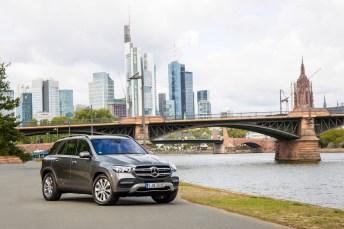 Im Mercedes GLE pocht jetzt auch die Kraft von zwei Herzen. Der GLE 350 de vereint Dieselpower mit E-Antrieb: Macht 320 PS Systemleistung und 700 Nm Drehmoment. © Daimler