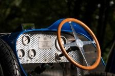 Liebe zum Detail: Das luxuriöse Spielmobil für Groß und Klein sieht dem historischen Original sehr ähnlich. © Bugatti