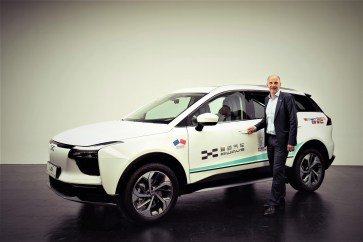 Aiways U5: Alexander Klose, Vice President of Oversea Operations Aiways vor dem Elektro-SUV U5. Foto: Auto-Medienportal.Net/Aiways