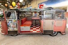 Busfest 2019: Samba-Bus von 1954 mit von seinem Besitzer Rikki James liebevoll individualisiertem Innenleben. Foto: Auto-Medienportal.Net/Volkswagen