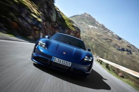 Die Einstiegsvariante startet bei 152 136 Euro, das Topmodell Turbo S beginnt bei 185 456 Euro. © Porsche