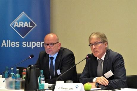 Aral-Pressesprecher Detlef Brandenburg und Dr. Peter Sauermann