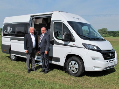 Harald und Michael Striewski am Vantana, Hobbys erstem Kastenwagen