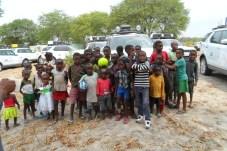 Dem Nachwuchs eine Chance: eine muntere Kinderschar im angolanischen Jamba. © Rudolf Huber / mid
