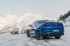 Neue Leichtigkeit: Die schmalen Rückleuchten geben dem X6 im Vergleich zu seinen Vorgängern mehr Grazie am Heck. © BMW