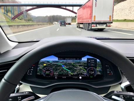 Begeisternd finden wir immer wieder das 12,3 Zoll große Virtual Cockpit mit seiner gestochen scharfen Darstellung für die Navigation – ganz großes Kino ist das. © Klaus H. Frank