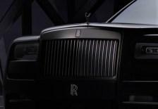 Die berühmte Kühlerfigur, die Spirit of Ecstasy, präsentiert sich in hochglänzendem Schwarzchrom. © Rolls-Royce