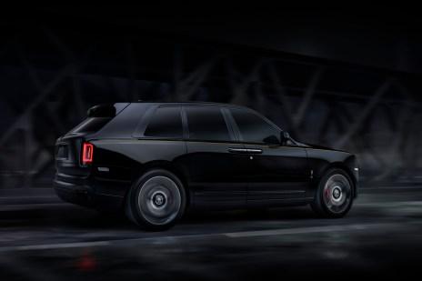 Elegant, düster und tauglich fürs Gelände: der Rolls-Royce Cullinan als Black Badge. © Rolls-Royce