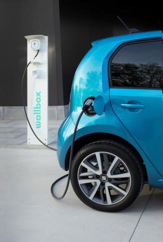 An einer DC-Schnellladestation mit 40 kW Ladeleistung lässt sich die Batterie in nur einer Stunde auf 80 Prozent aufladen. © Seat