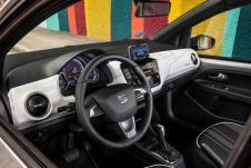 Auch im Innenraum wurden kleinere Veränderungen vorgenommen. Dazu gehören ein neu gestaltetes Armaturenbrett und eine Ambientebeleuchtung, die dem Interieur des Mii electric einen neuen modernen Look verleihen. © Seat