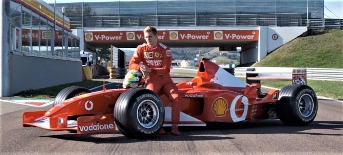 Michael Schumachers Sohn Mick mit dem Formel-1-Ferrari seines Vaters von 2002. Foto: Auto-Medienportal.Net/Sotheby's