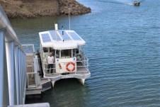 Der originelle Wasserbus verbindet die vom Hafen getrennten Stadthälften von Les Sables d'Olonne. © Kurt Sohnemann