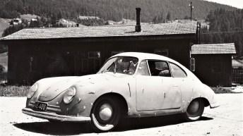 Das Porsche 356/2 Coupé auf dem Porsche-Werksgelände in Gmünd. © Porsche