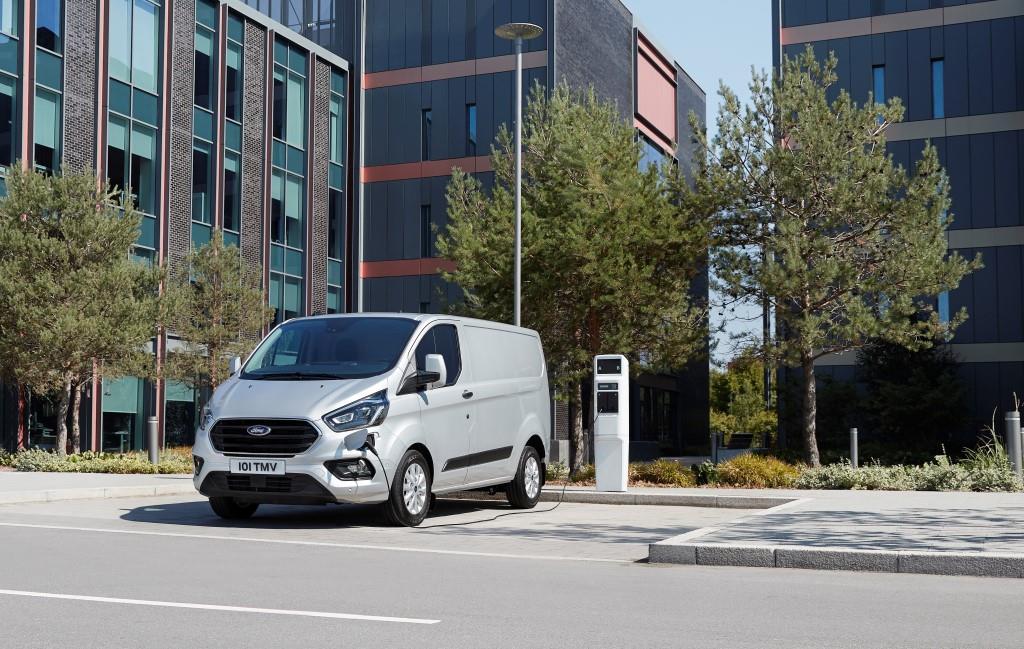 Ford Transit nach Maß Dciv Van 2019 Vorne /& Hinten Seat Bezüge Schwarz 102 131