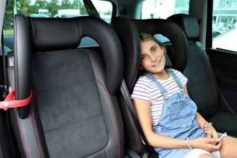 Sehr praktisch sind integrierte Kindersitze, in denen sich auch Teenager wohlfühlen. © Natalie Frank