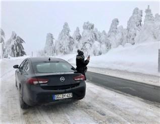 Bei solchen Wetter-Verhältnissen sollte man nicht ohne Winterreien unterwegs ein. © Klaus H. Frank
