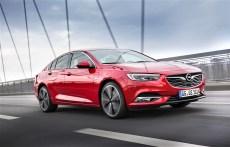 Strahlt Präsenz aus: Die markante Front des Opel Insignia. © Opel